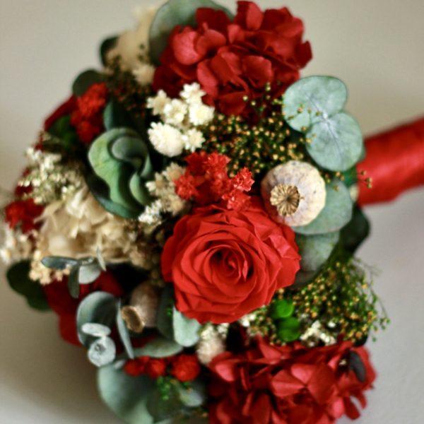 Galicia ramo de novia con flores preservadas en rojo00002 1
