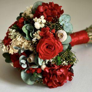 Galicia ramo de novia con flores preservadas en rojo00003 1