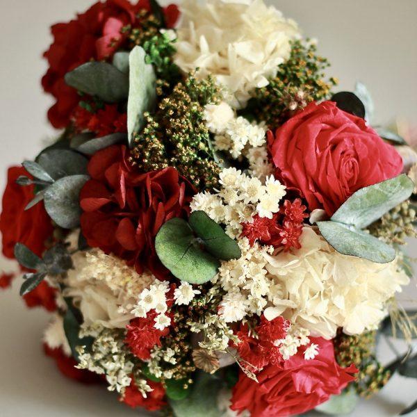 Galicia ramo de novia con flores preservadas en rojo00004 1