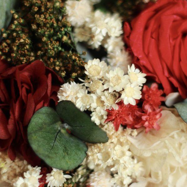 Galicia ramo de novia con flores preservadas en rojo00005 1