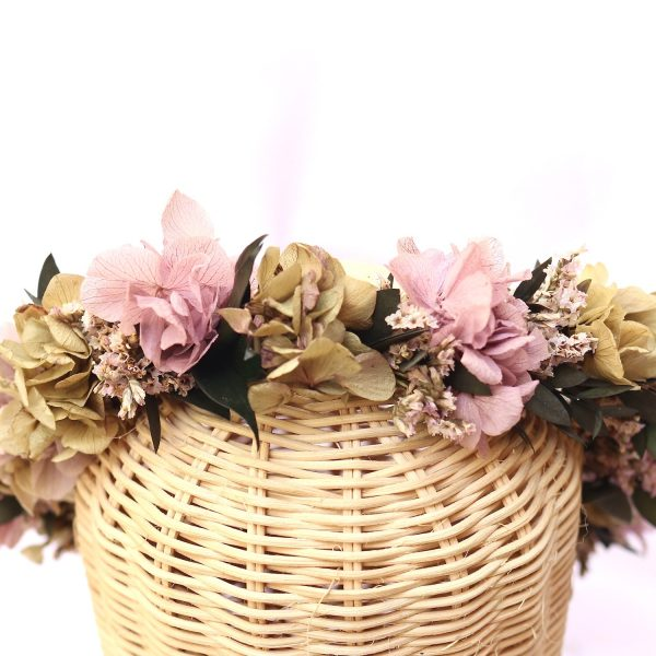 Lilak corona con flores preservadas
