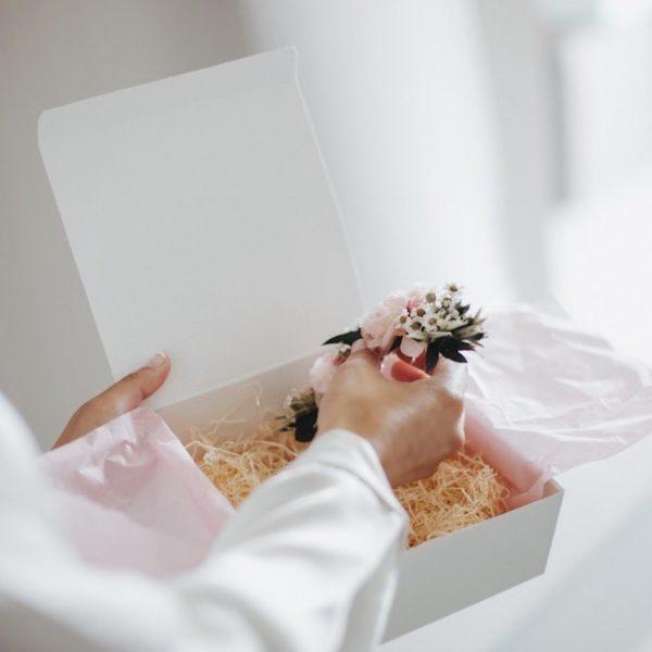 Mary-prendido-trasero-con-flores-preservadas-rosa-pastel00003