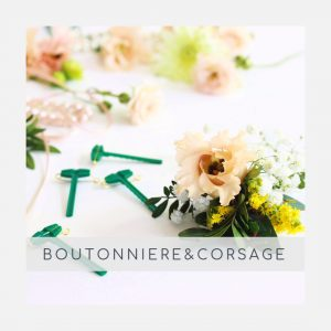Boutonnière con flores preservadas