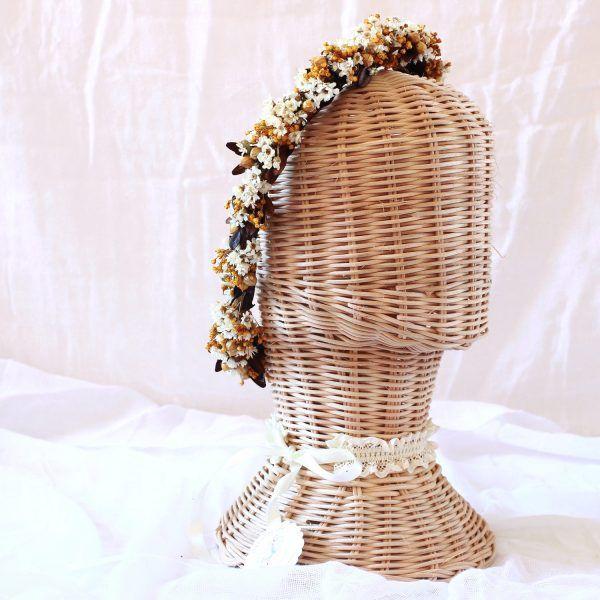 corona con flores preservadas marfil 1