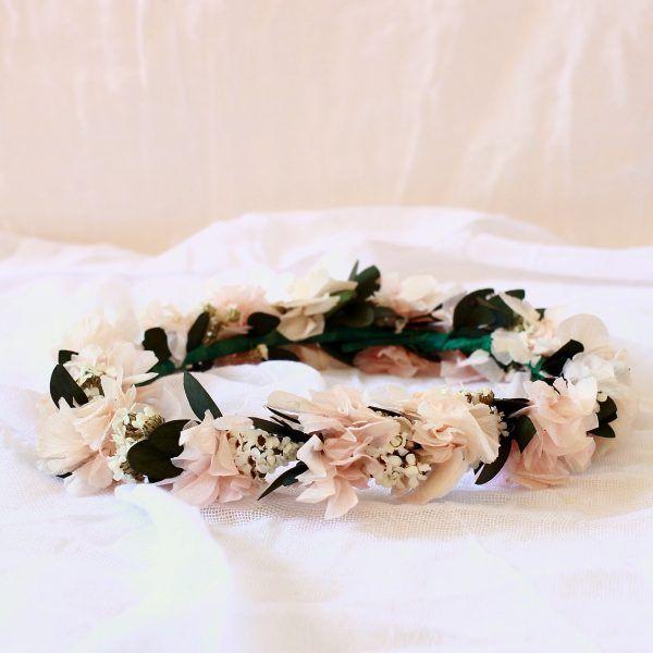 tocado con flores preservadas