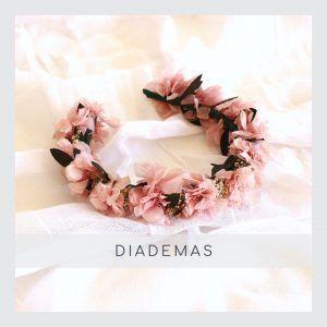 Diademas con flores preservadas