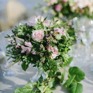 taller floral centros y arreglos con flores naturales