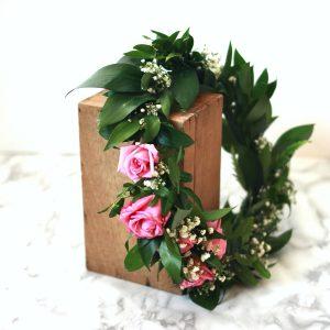 taller floral coronas y diademas con flores naturales