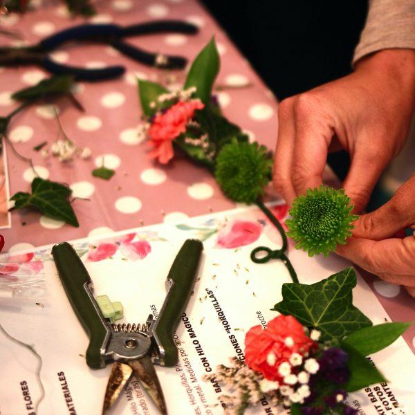 taller de coronas y diademas con flores naturales00014
