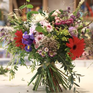 taller floral ramo de mano con flores naturales