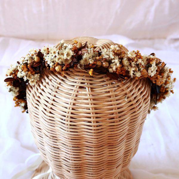 corona con flores preservadas marfil 3
