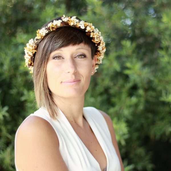 corona con flores preservadas marfil 4