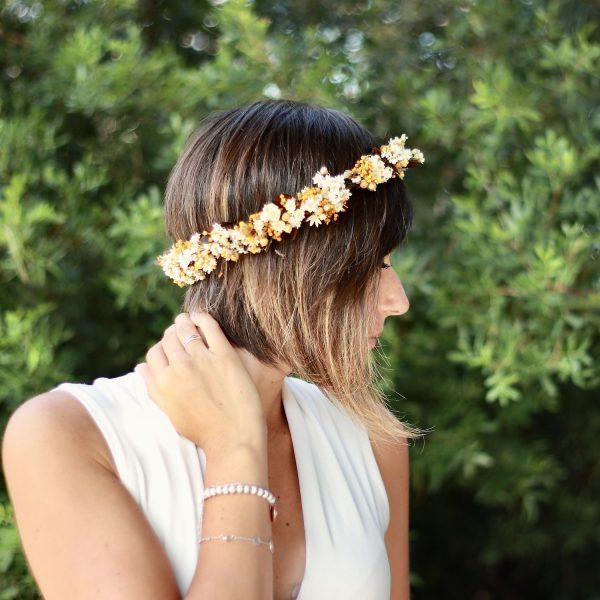 corona con flores preservadas marfil 7