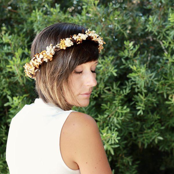 corona con flores preservadas marfil 8