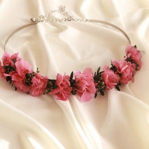 Cinturón con flores preservadas en color rosa fucsia