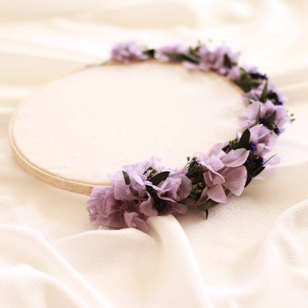 Porta alianzas tipo Bastidor con flores preservadas en lila