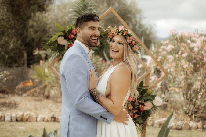 ideas creativas fantasticas para una boda con tematica tropical . sesión de inspiración en Mallorca. decoración floral y complementos exquisitae