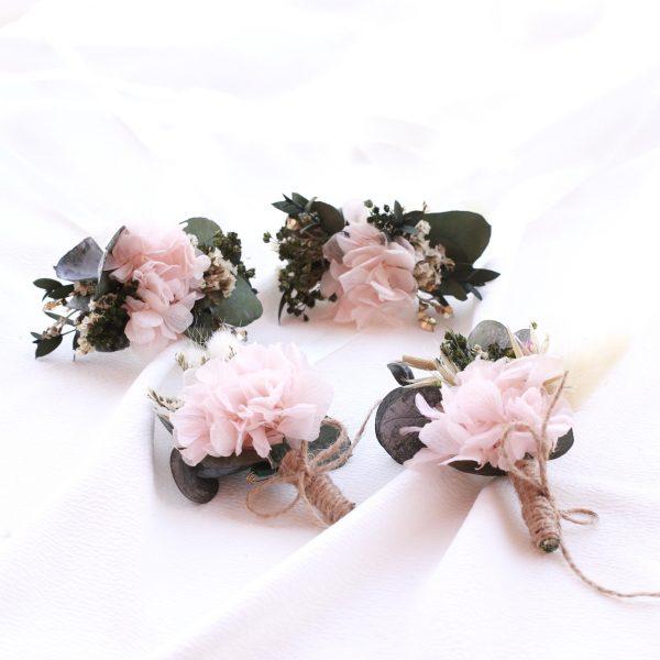 boutonniere con flores preservadas para el novio disponible on line en exquisitae.com
