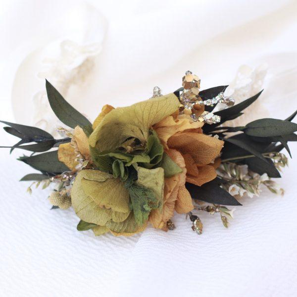 Pulsera con hortensias preservadas en verde y ocre para damas de honor en tono verde y ocre con hortensias preservadas. Complementos florales para novias en exquisitae