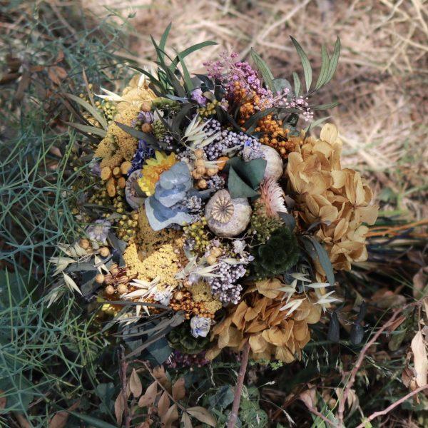 Ramo de novia silvestre por exquisitae. Complementos florales preservados para novias. Tienda on line