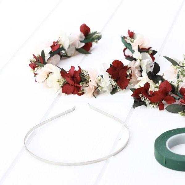 Taller de Coronas y diademas con flores preservadas en mallorca