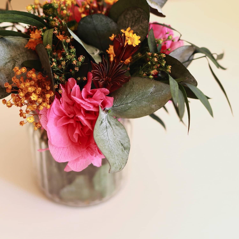 capricho jarron con arreglo de flores preservadas00002